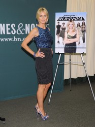 Heidi Klum @ Project Runway book signing at Barnes & Noble, NY, 13.07.12 - 8 HQ